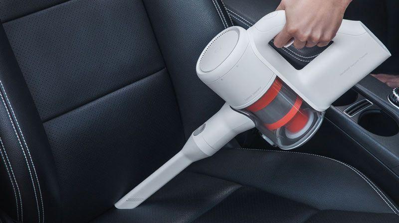 Mi Handheld Vacuum Cleaner aspirando el coche